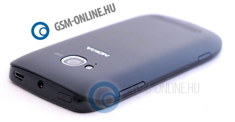 Nokia Lumia 710 hátlap